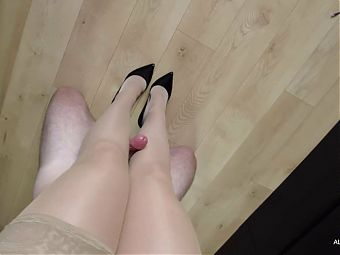 Fucked Stepmom's legs in stockings and heels