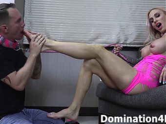 Foot worship session with Sarah Jessie