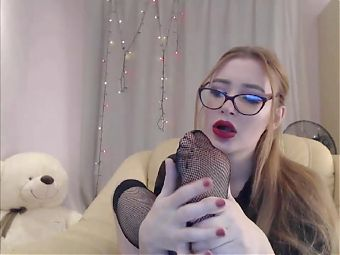 Cute cam girl suck her toes in dirty fishnets