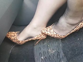 moms smelly nyloned feet in my car