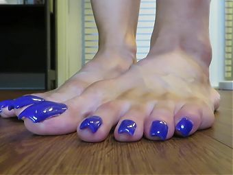 Thick Blue Toenails
