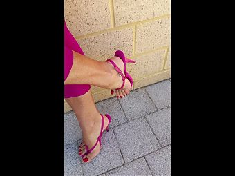 pink legging and mules