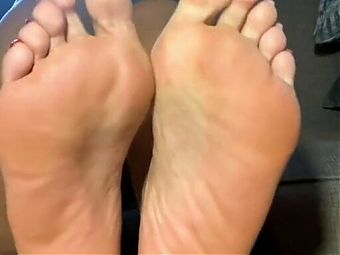Sexy soles in red toes playing,,,