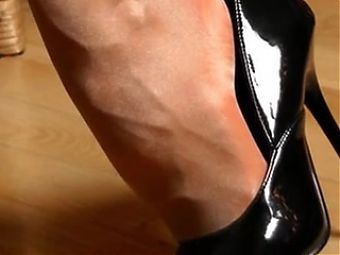 GREAT NYLONS, FEET AND NAILS SLIDESHOW
