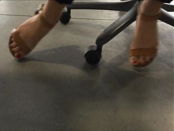 Candid Feet Under Table (& faceshot)